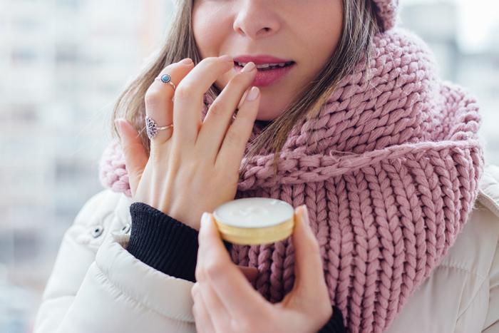 Kışın dudak çatlamasını önlemek için öneriler