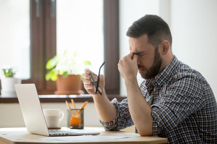 Karantina günlerindeki uzun süreli ekran kullanımı, mevsimsel alerjik sorunları arttırıyor