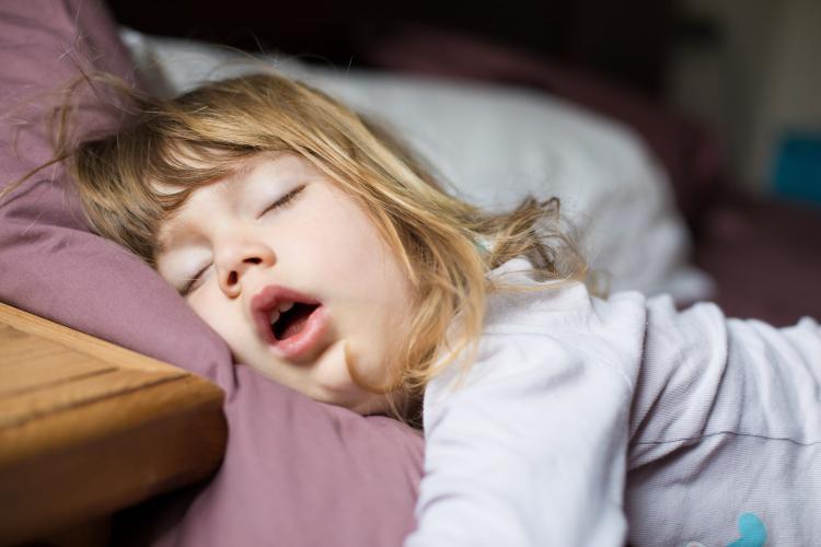 Çocuklarda burun tıkanıklığı gelişimi engelleyebiliyor