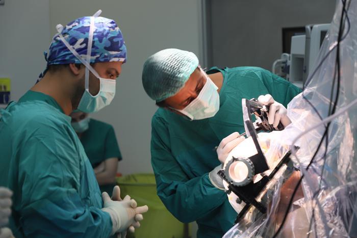 Komşu ülke doktorları beyin pili ameliyatları için geliyorlar!