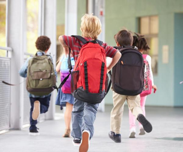 Yanlış çanta seçimi çocuğu kambur yapabilir!
