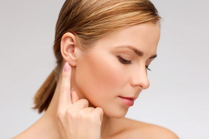 Kepçe kulak sorununun çözümü çok basit