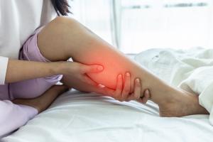 Bacaklardaki şişlik hangi hastalıkları işaret edebilir?