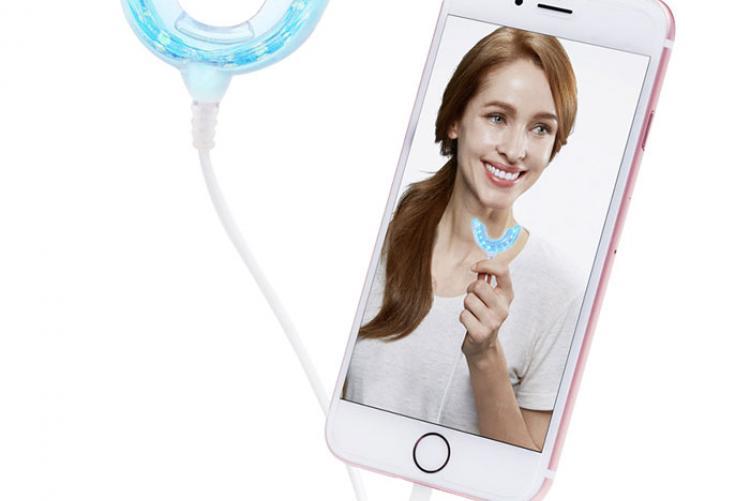 Dişlerinizi cep telefonunuzla beyazlatın